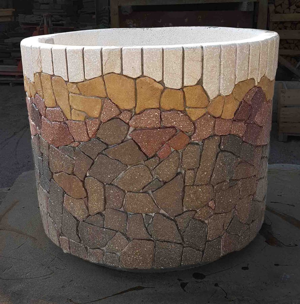 Fioriera rivestita in pietra di Pietracrea